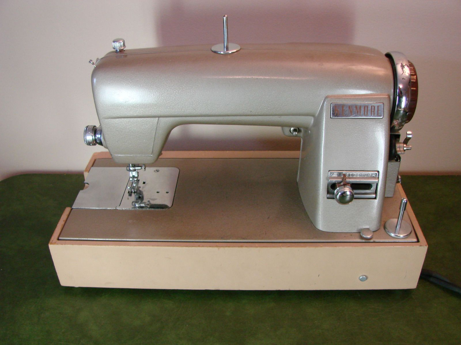 2521 best Vintage sewing machine images on Pinterest