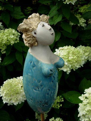 Fraulein Klara Von Landhausidyll Gartenkeramik Ton Kunst Gartenkeramik Gartenfiguren