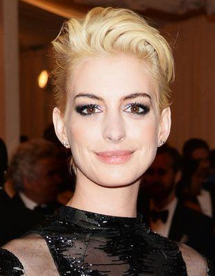 Anne Hathaway Blonde S Short Hair Style