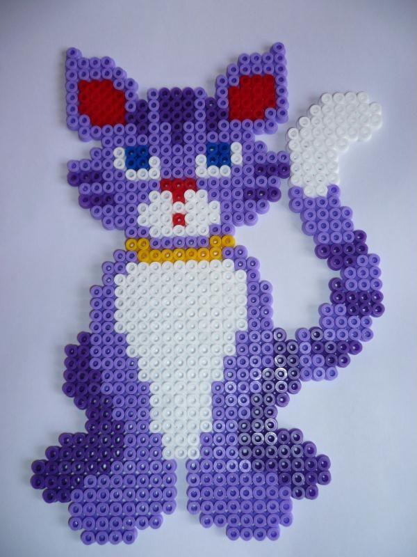 Chat Violet Et Blanc En Perles Hama Création Perles à Repasser