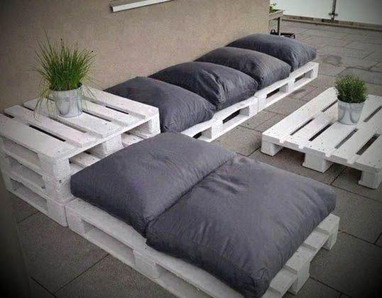 10 ideias criativas com sof s de paletes pallet outdoor for Sofa exterior jardim