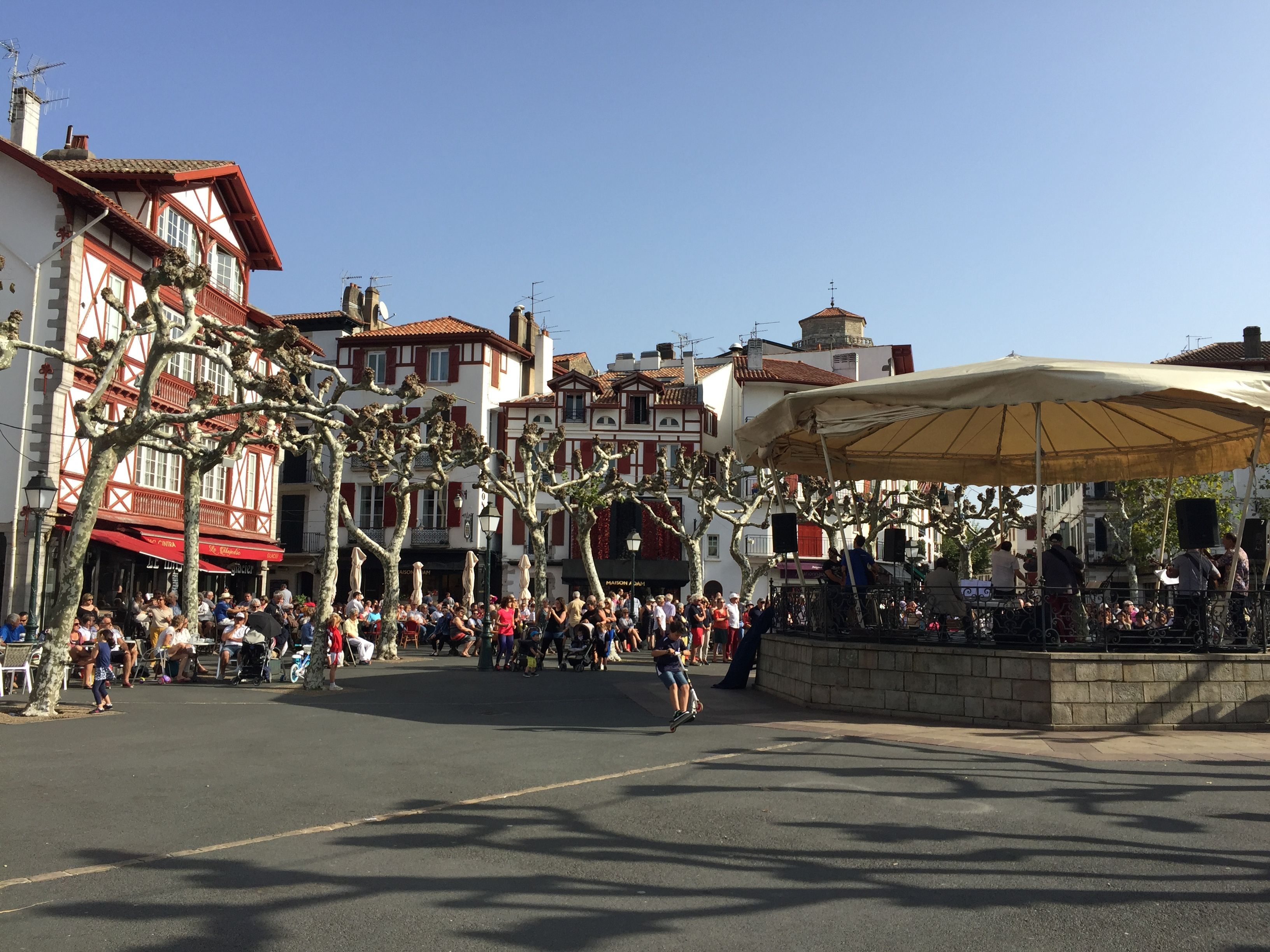 Epingle Par Gerardin Royer Sur Pays Basque Pays Basque Saint Jean De Luz Locations Vacances