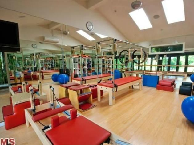 9 Celebrity Home Gyms Celebrity Hgtv Frontdoor Celebrity Houses At Home Gym Los Angeles Homes