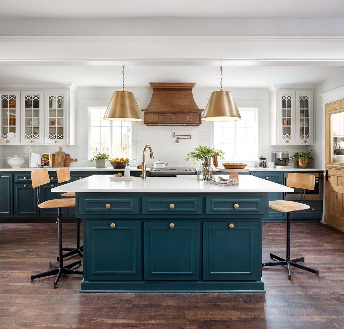 Episode 8 Season 5 Hgtv S Fixer Upper Chip Jo Gaines Kitchen Remodel Small Farmhouse Kitchen Remodel New Kitchen Cabinets