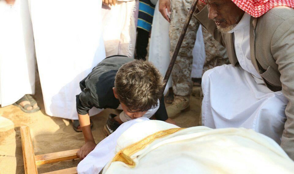 وكيل إمارة منطقة جازان يؤدي صلاة الميت على الشهيد منصور عطيف صحيفة وطني الحبيب الإلكترونية Couple Photos Photo Scenes
