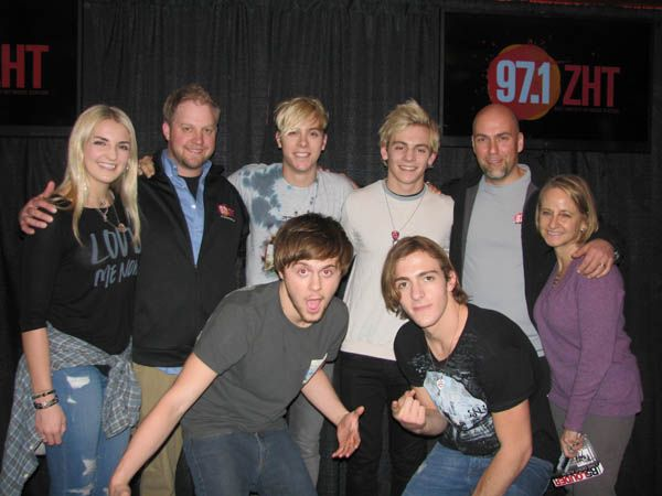 Photos r5 stopped by zht to perform and meet fans 971zht photos r5 stopped by zht to perform and meet fans m4hsunfo