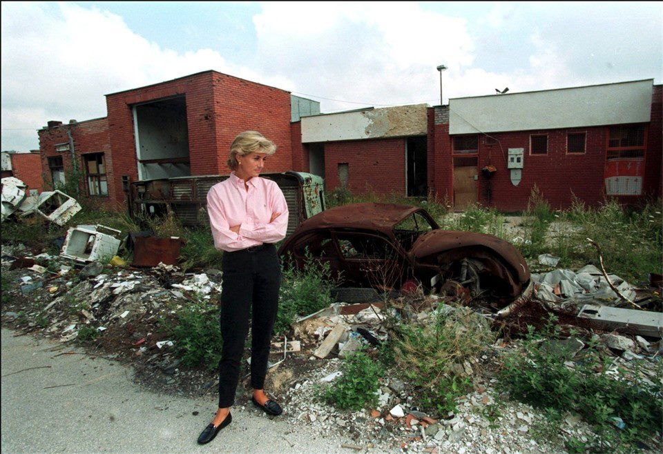 August 10, 1997: Diana, Princess of Wales met more land mine victims in Sarajevo during her two day visit to Bosnia.