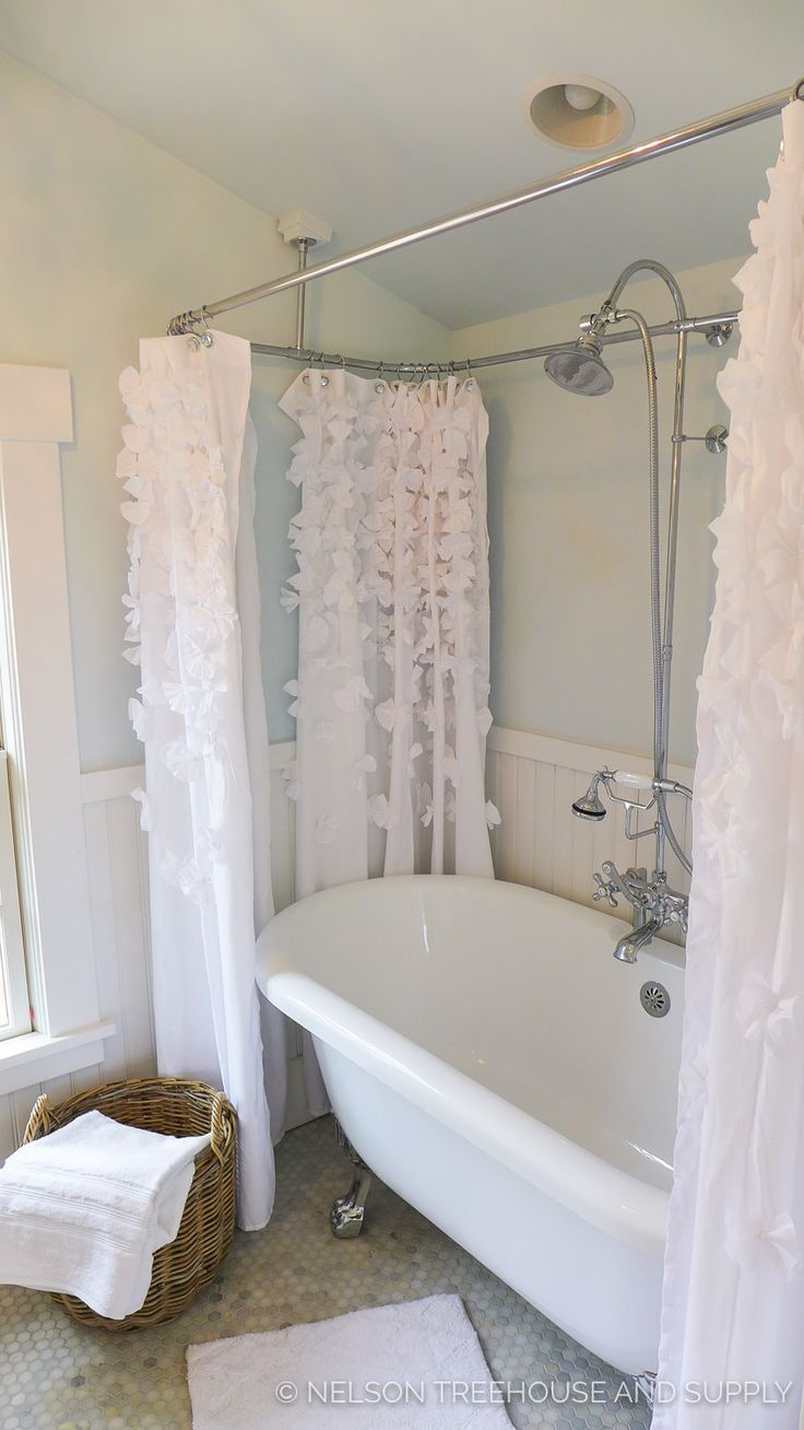 Did You Catch Vintage Tub Bath On Treehouse Masters The Added A Randolph Morris Clawfoot And Shower Enclosure To Luxurious
