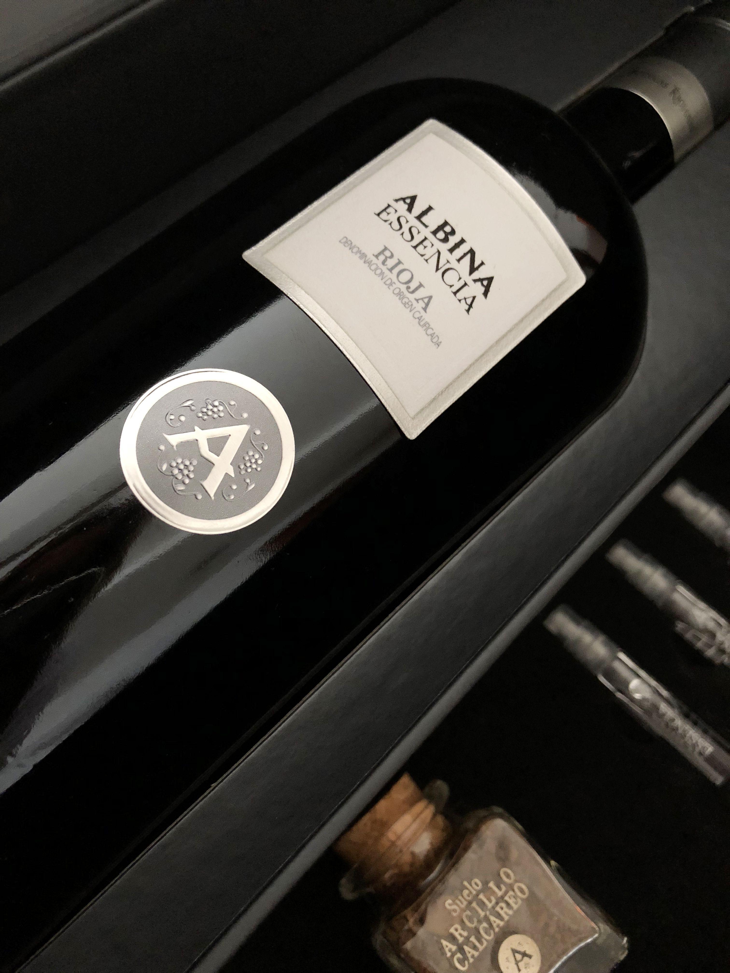 La finalidad del arte es dar cuerpo a la esencia..... Terciopelo, platas y aromas para Albina Essencia de Bodegas Riojanas.