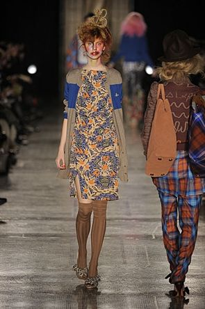 Vivienne Westwood Red Label A/W 2011  Catwalking.com Love the outfit but can't rate the makeup!