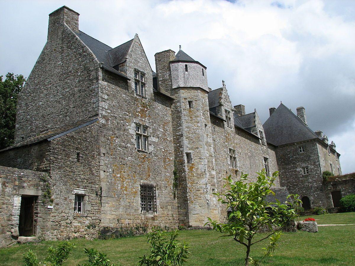 Chateau Du Plessis Josso Manoir Breton Datant Du Moyen Age Construit Vers 1330 Par Sylvestre Josso Ecuyer Ducal Ce Manoir Chateau Le Manoir Chateau France