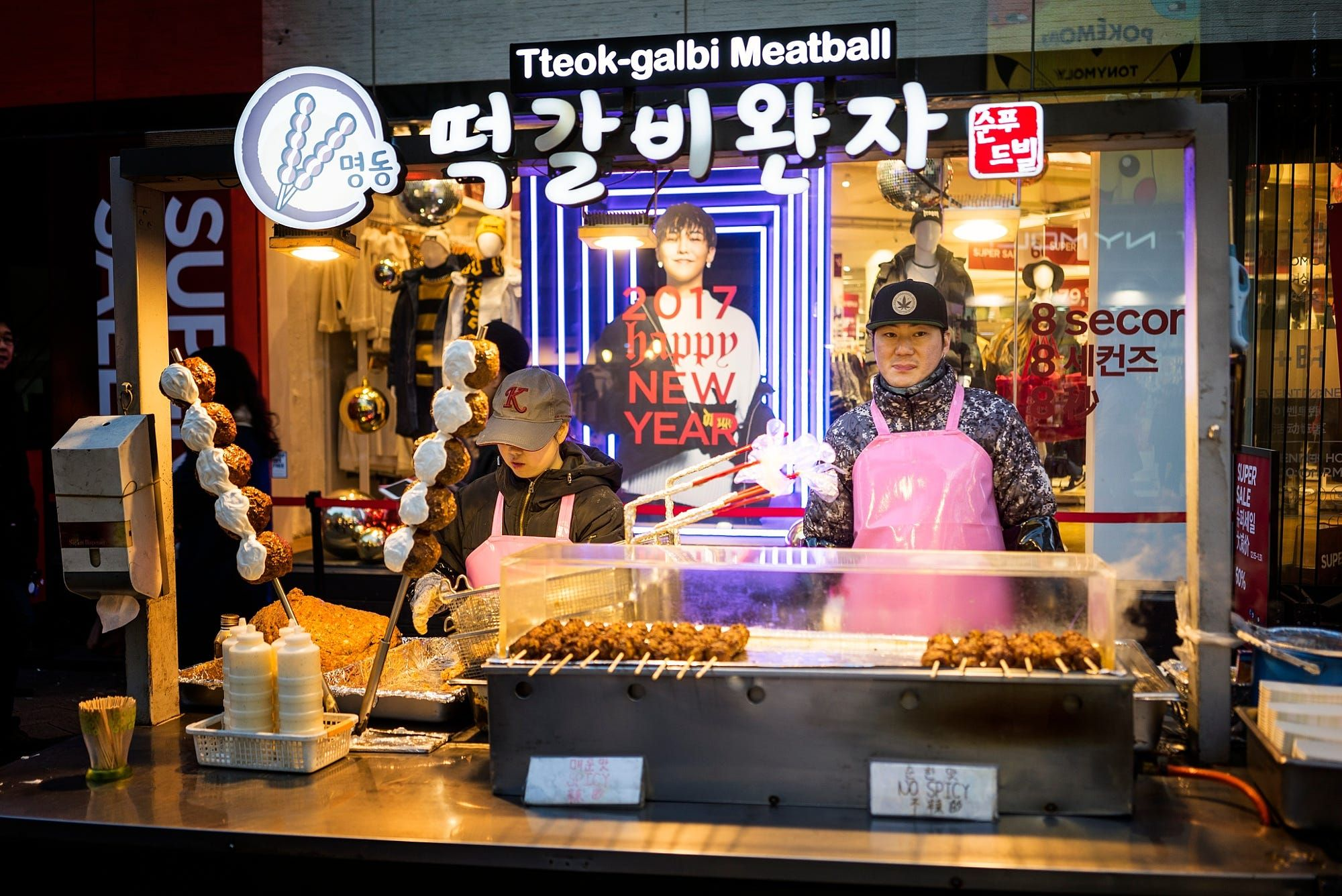 Street Photography : Korean Meatball by edlim https://t.co/zJovlepqt7 | #streets #photography #photos #500px https://t.co/Pwm3AHTwPV #fol #photography
