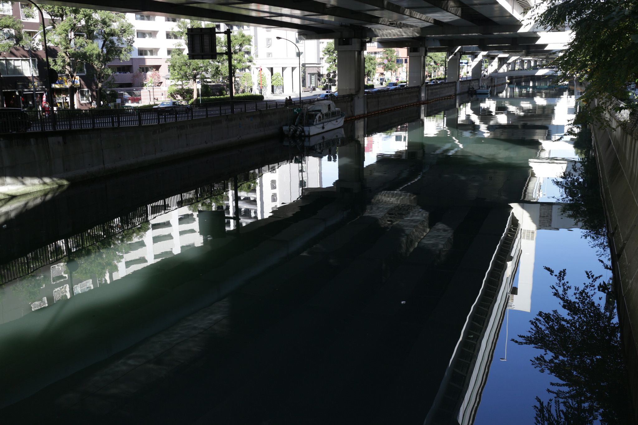 https://flic.kr/p/NPWWXh   canal   and an overhead motorway.