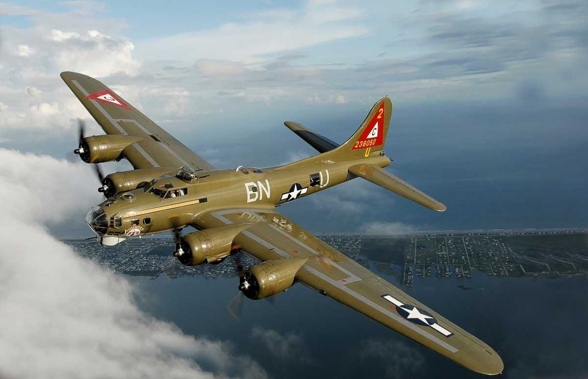 B-17 Flying Fortress! My favourite bomber, ever!