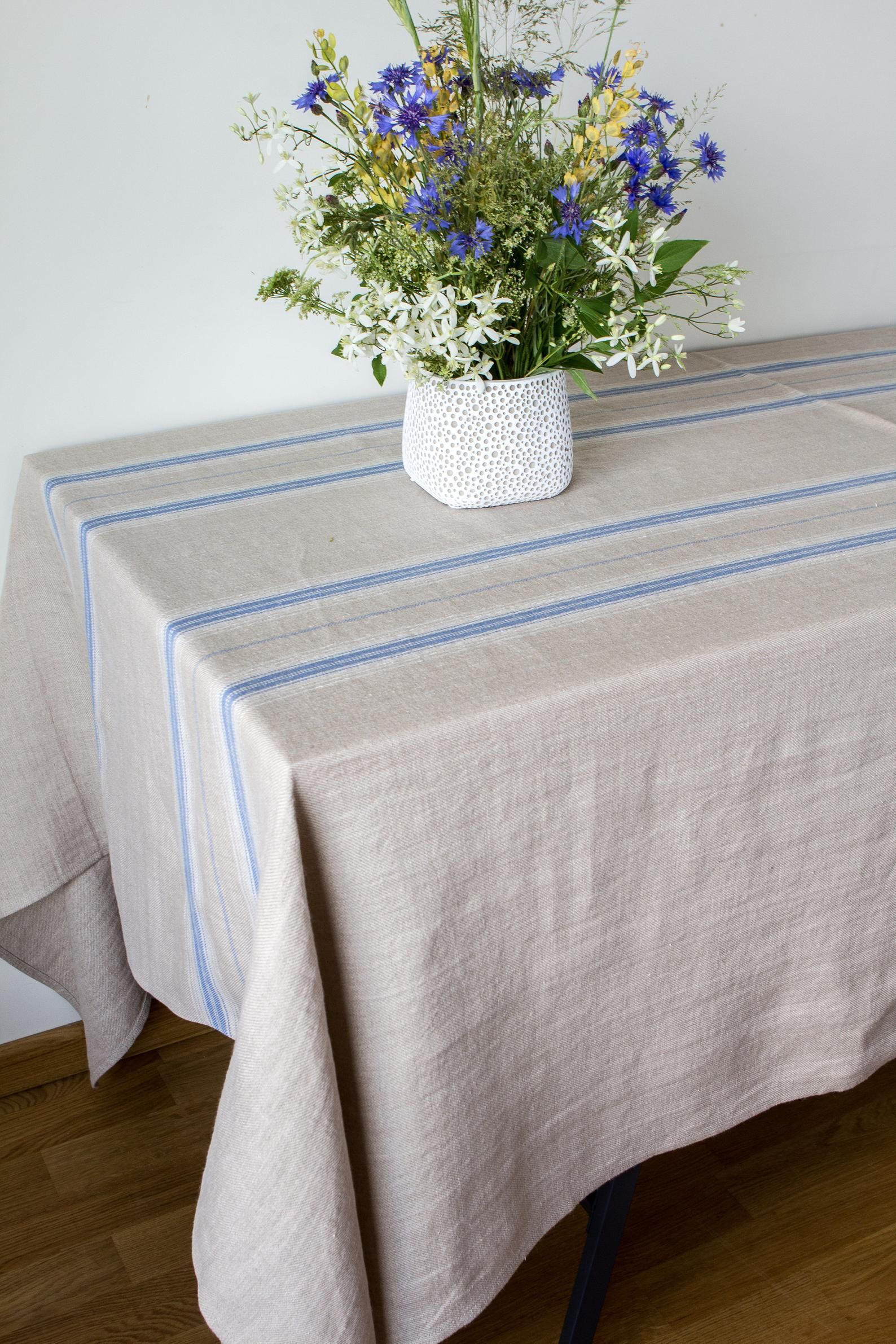 The Natural Elegance Of Pure Linen Is Timeless Treat Your Table To Such Elegant Farmhouse Style Thin B Farmhouse Tablecloths Custom Table Cloth Custom Table