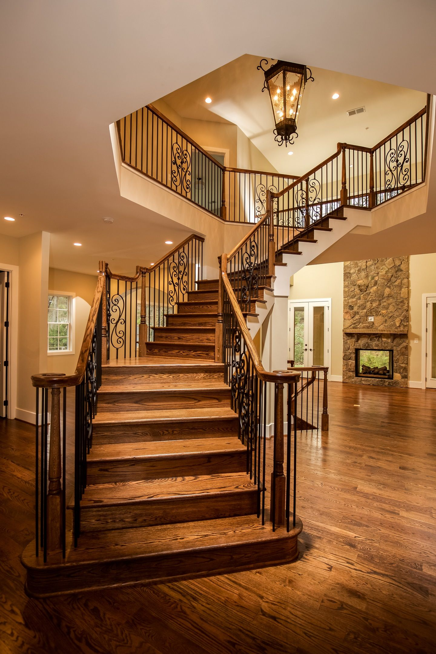 Best Beautiful Wood Staircase With Decorative Black Balusters 400 x 300