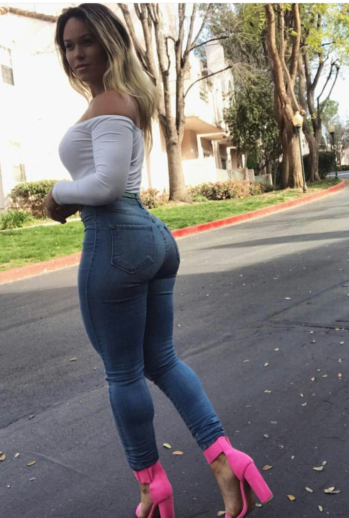 Thick Ass White Girl Amateur