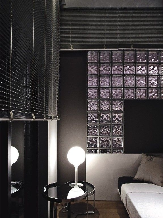 Vidrio y metal una combinaci n perfecta para un living - Ladrillos de cristal ...