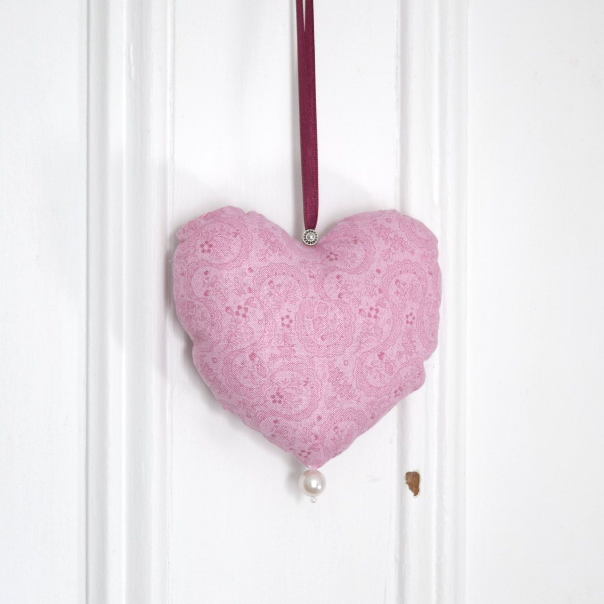 Fabric heart to hang Pink Ribbon Ornament Door hanger Victorian Decoration Valentine Day Gift for women Birthday Shower Girl de la boutique ChristineGrenier sur Etsy