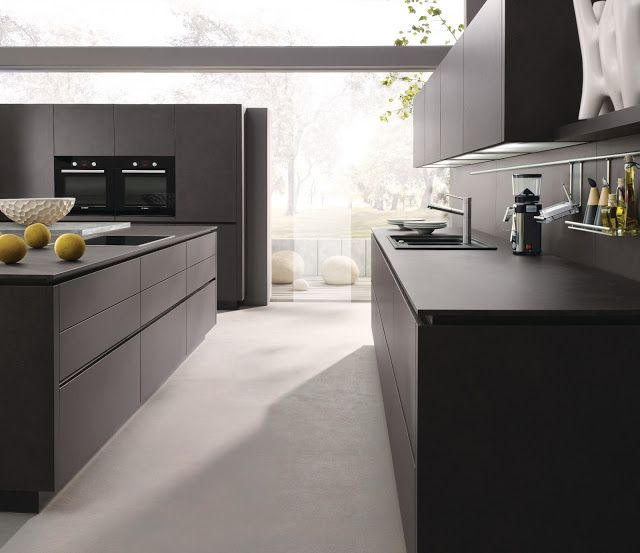 Cuisine design alno en c ramique gris anthracite implantation en l avec lot et fa ades sans for Cuisine gris anthracite