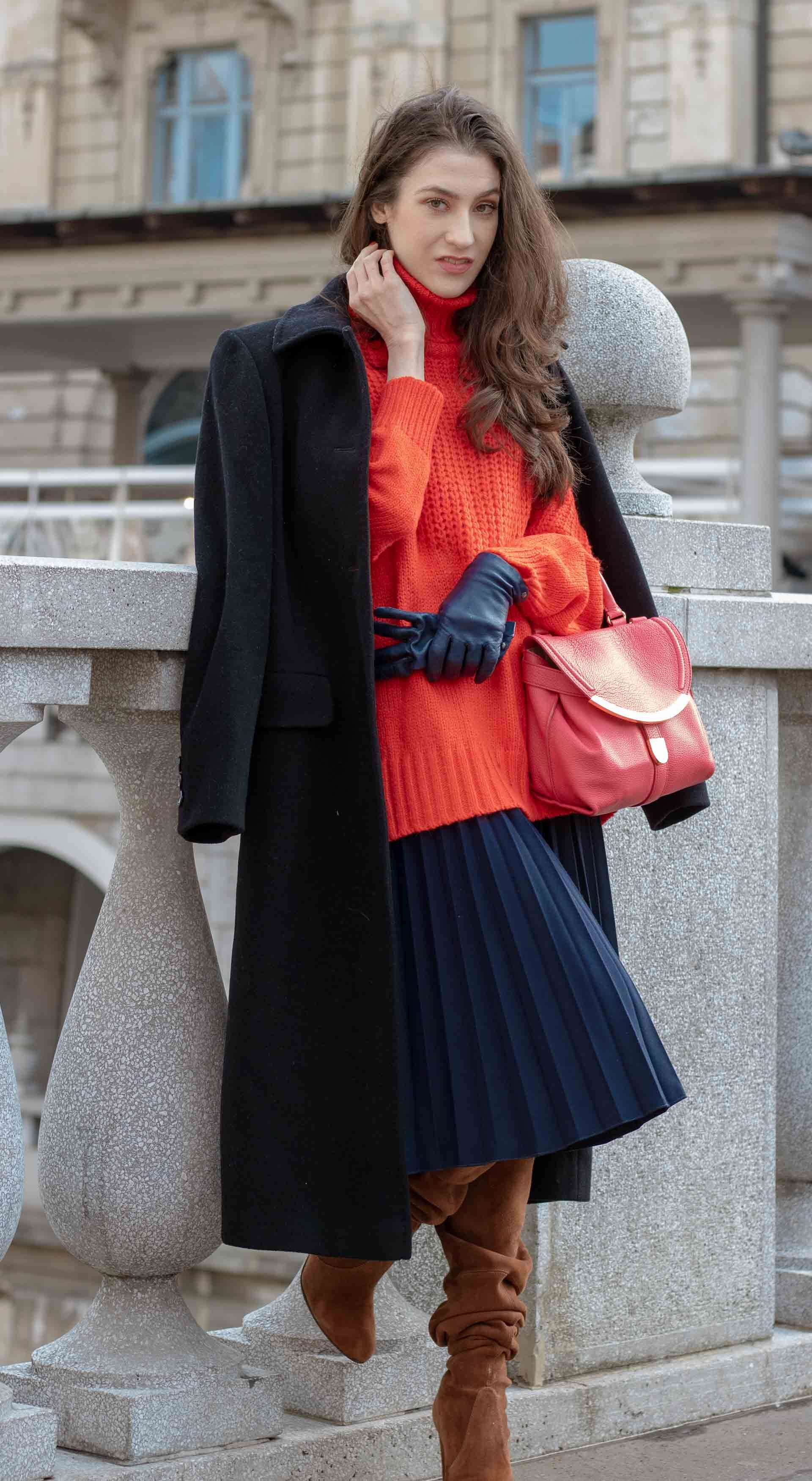 fccd7fd1e92a Fashion Blogger Veronika Lipar of Brunette from Wall Street sharing how to  wear skirt in 2019  fashion  blogpost  everydayoutfit  fashionable   fashiontrends ...