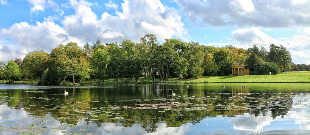 English Landscape Park The Octagon Lake At Stowe Buckinghamshire