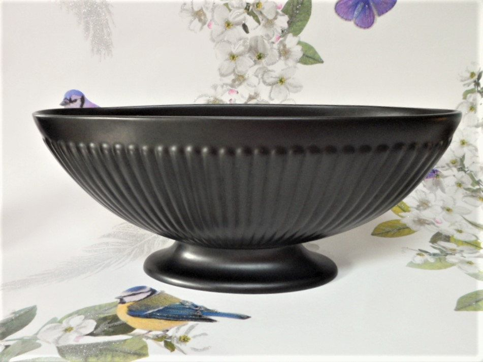 Wedgwood Etruria And Barlaston Oval Urn Vase With Wire Frog Vintage Matte Black Finish Quality