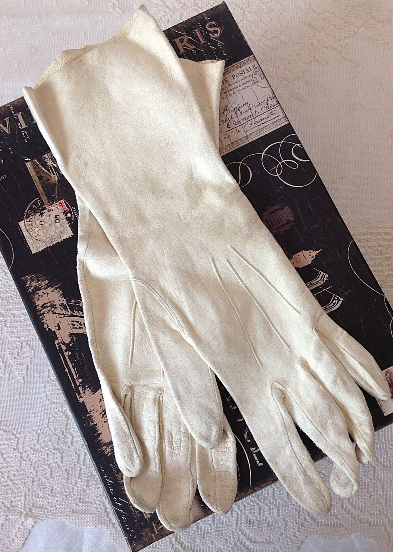 92b88bc6e Women's Vintage Kid Leather Cream Gloves, Vintage Formal Gloves, Leather  Driving Gloves, Wedding by LakesideVintageShop on Etsy