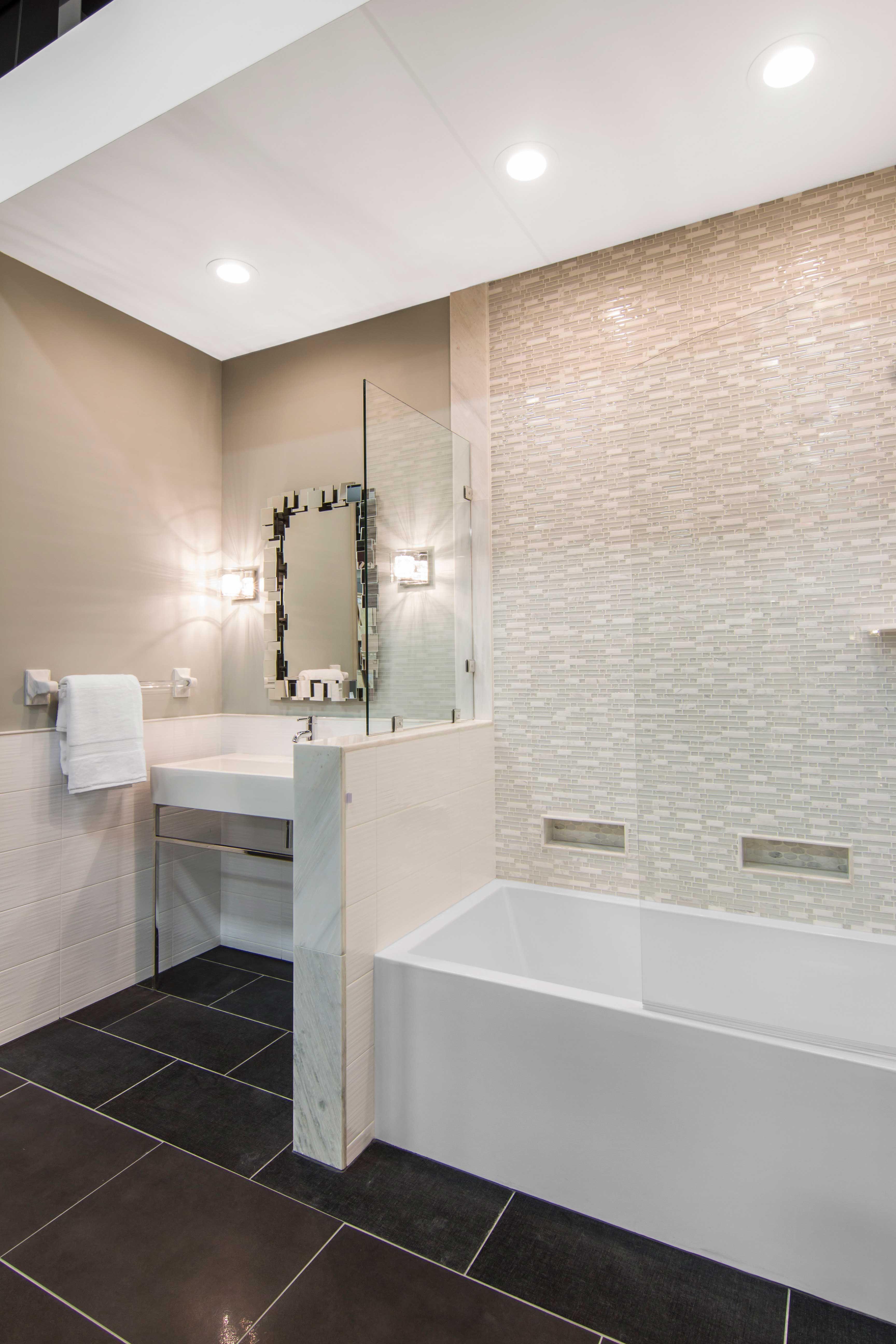 White bathroom wall tile Snow Stria with Glass Stone Mosaic Tile