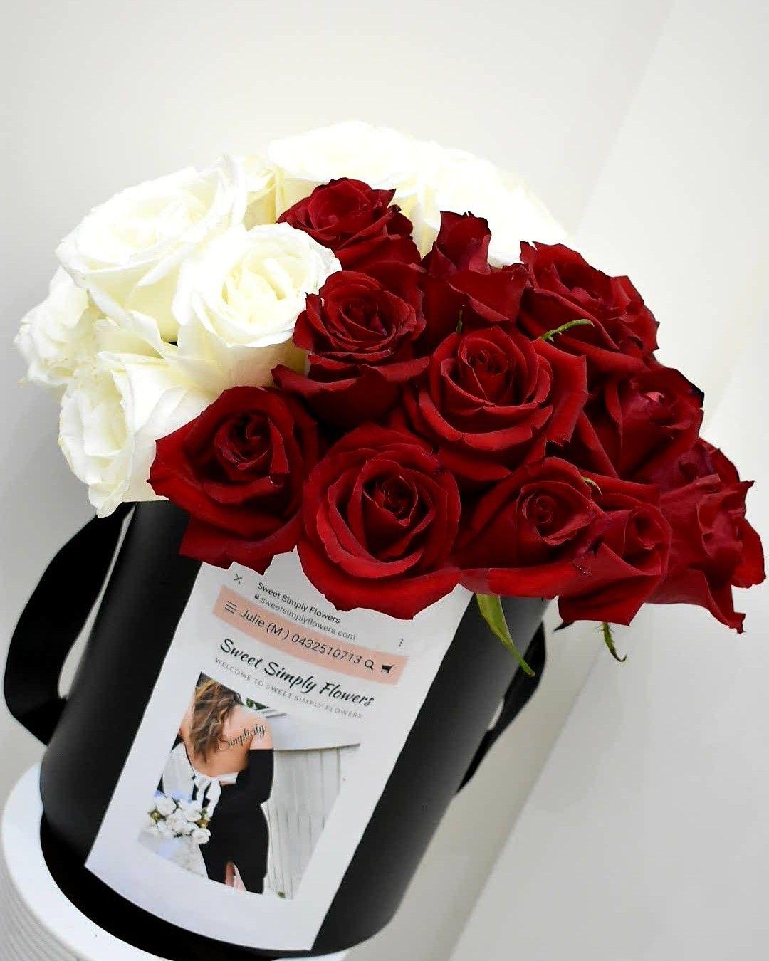Roses In Hat Box Flowers Modern Arrangements Floristry