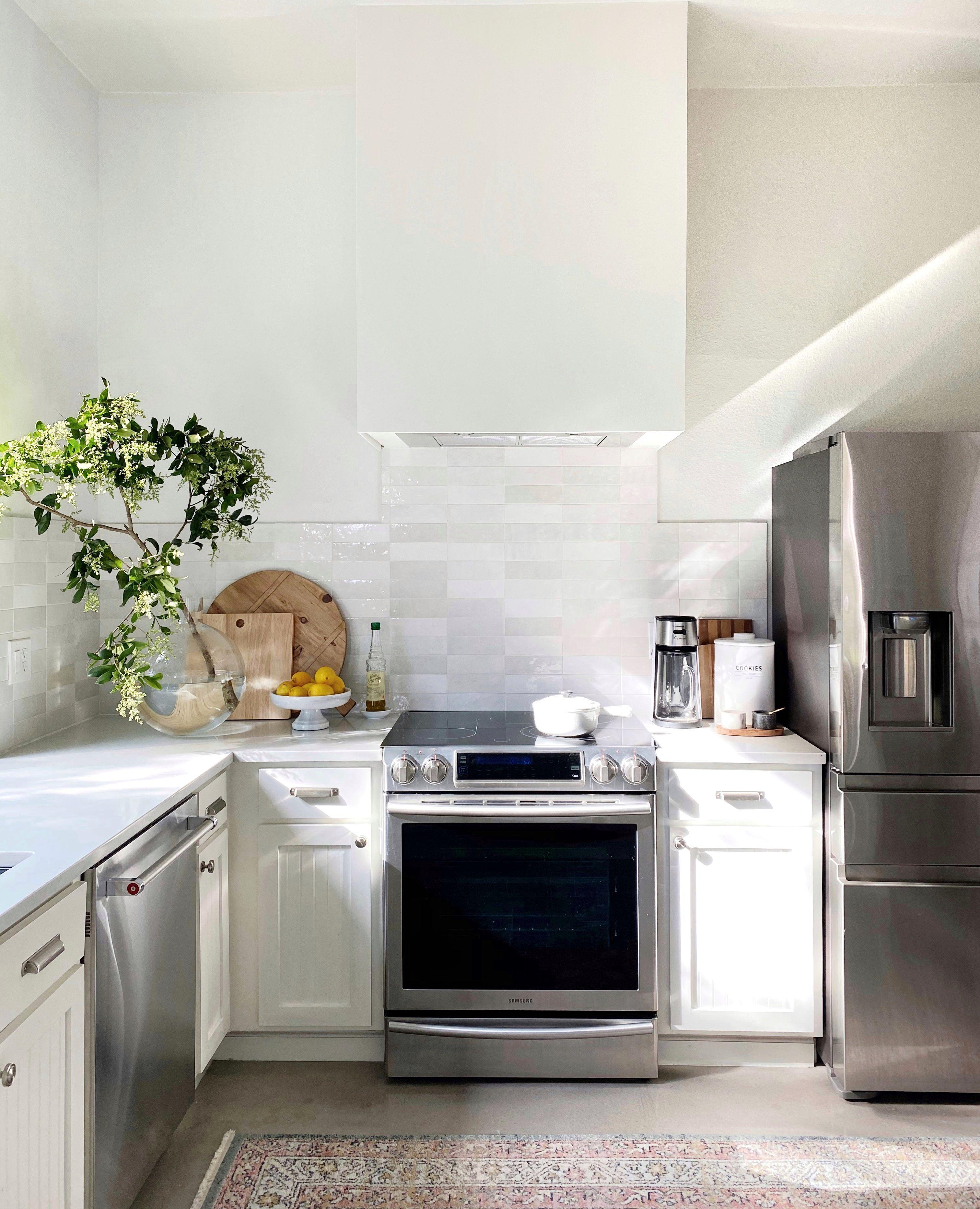 Kitchen Design In White Kitchen Design U Shape White Kitchen Design Kitchen Design Virtual Kitchen Design Tool Ikea In 2020 Home Appliances Kitchen Stoves Range