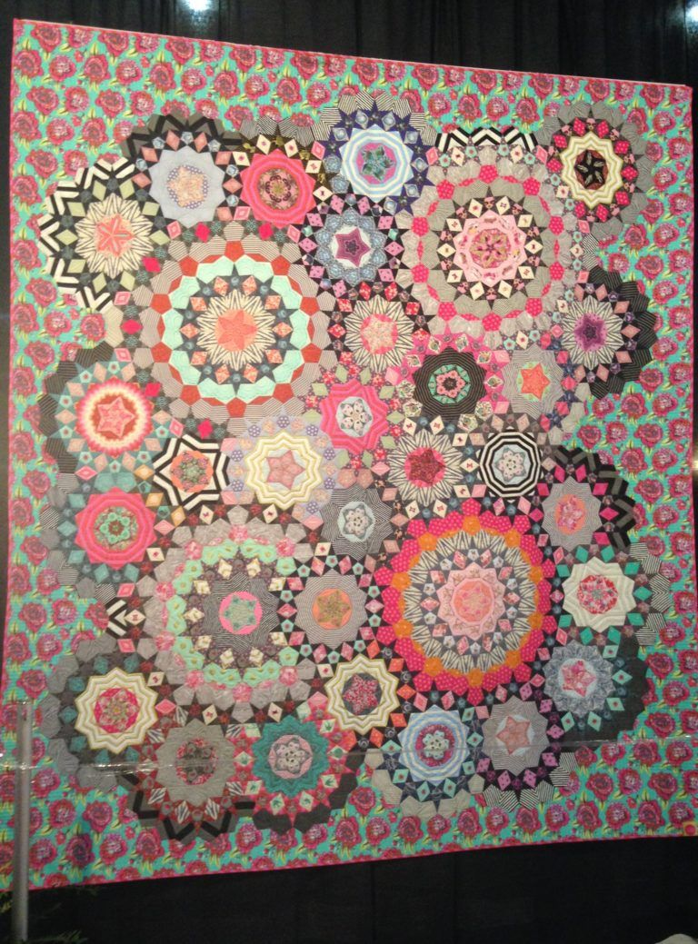 EPP quilt by Tula Pink, quilted by Quilting Is My Therapy | Quilts I ...