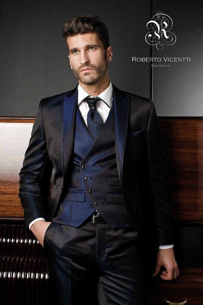 Traje de novio de la firma Roberto Vicenti con chaleco cruzado en azul  klean tornasolado ed607260dd8