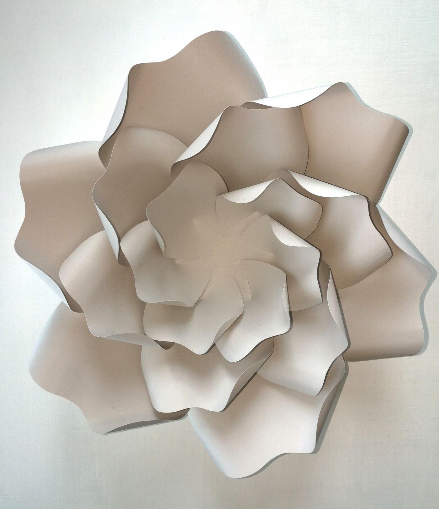 DIY Minimalist Paper Flower Wedding Decorations #easypaperflowers
