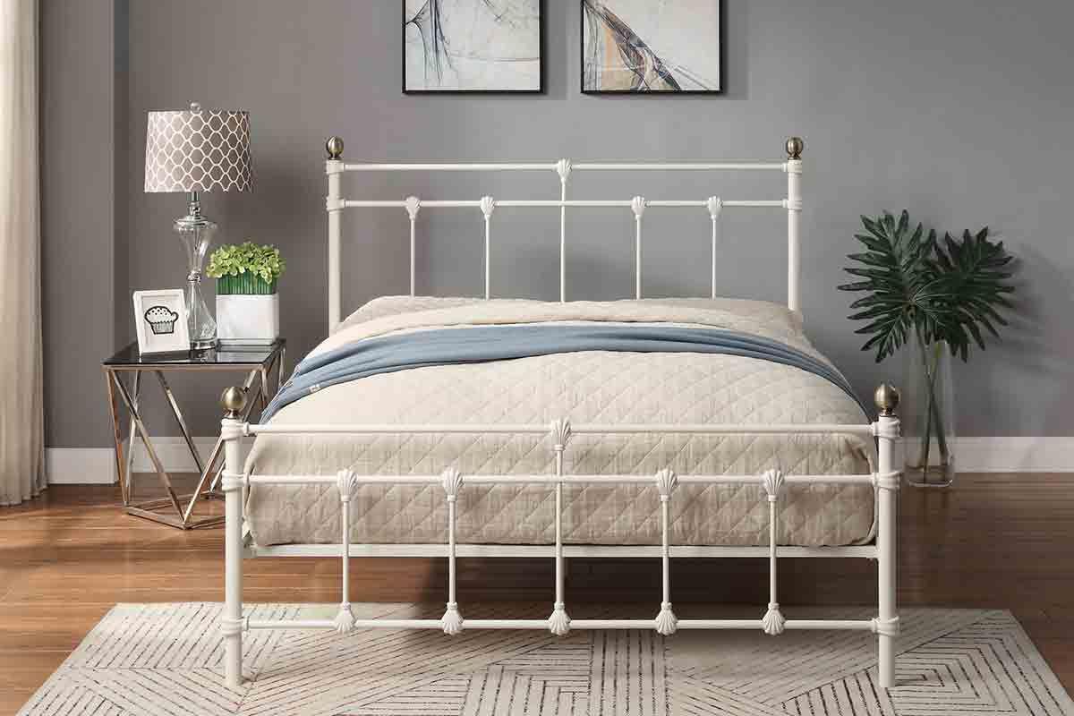 Simple Steps For A Vintage Bedroom Iron Bed Frame Bedroom Vintage White Iron Beds