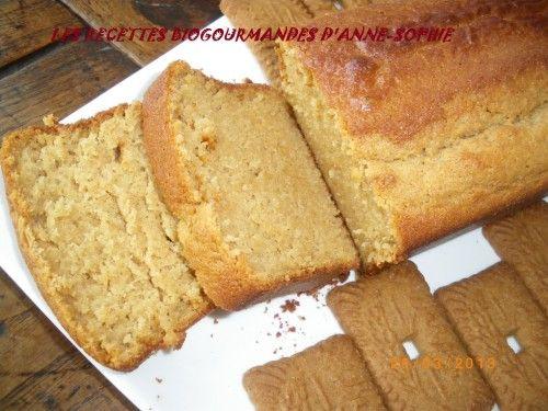 gâteau aux spéculoos et yaourt (fait avec qq modifications : farine normal, de la levure chimique ALSA  et mis 3 petites cuillères d'huile à la place des 40g de beurre, 3/4 d'un pot de sucre cristal)