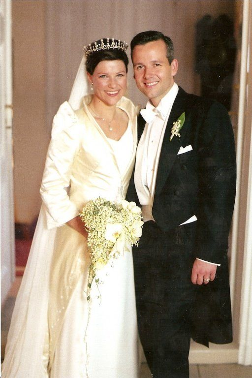 Portrait Wedding Of Princess Martha Louise Of Norway And Mr Ari Behn On May 24 2002 Royal Wedding Dress Royal Brides Royal Weddings