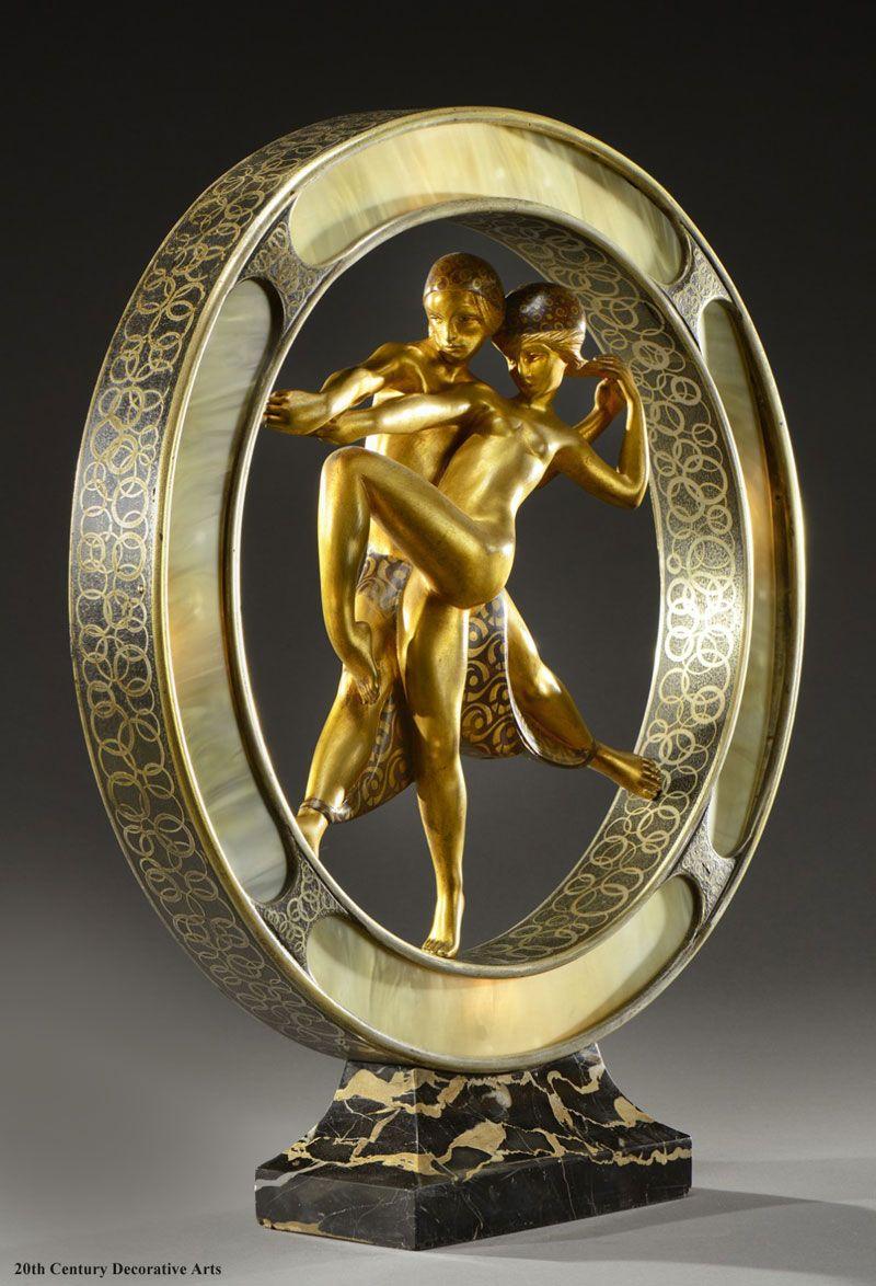 Un bronce de estilo art deco y la l mpara de imitaci n for Lamparas diseno imitacion