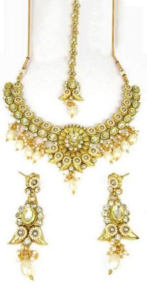 Pleasing Golden And White Kundan Necklace Set.