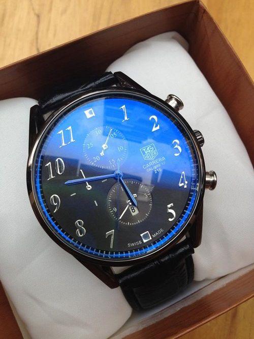Kính sapphire màu xanh trên đồng hồ