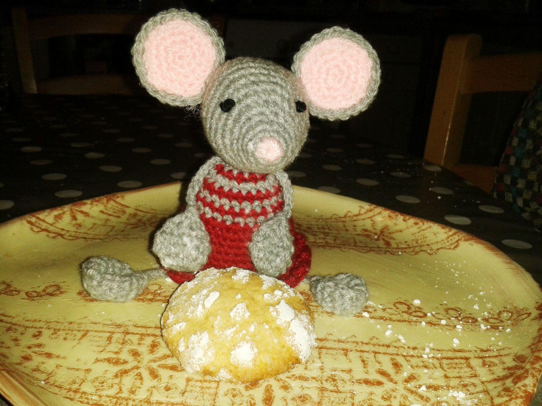 Souris amigurumi crochet porte clés, doudou, bijou de sac, magnet, peluche ou doudou de la boutique AmiguruMINE sur Etsy