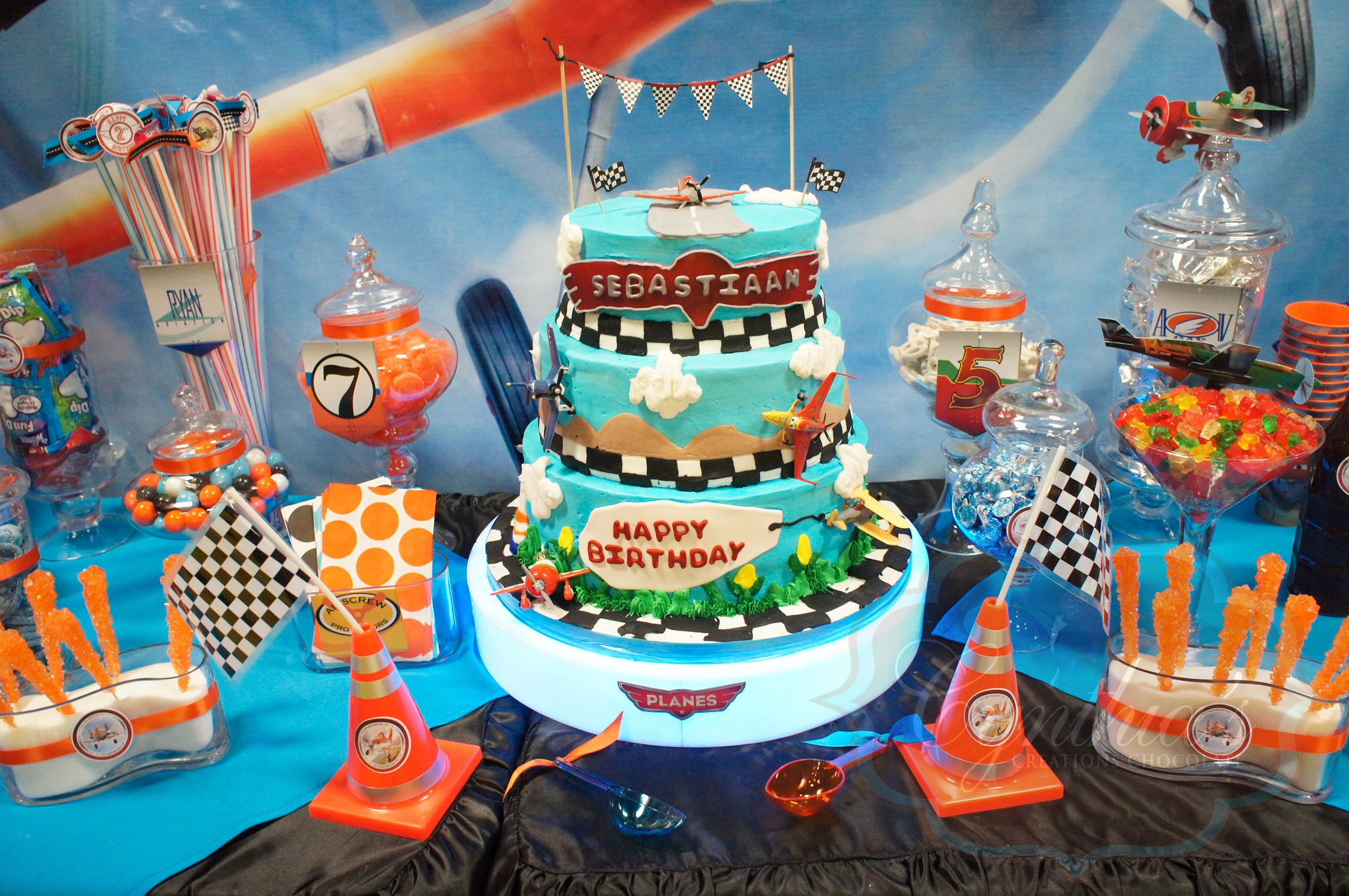 Disney planes theme party desert table candy buffet cake for Airplane party decoration