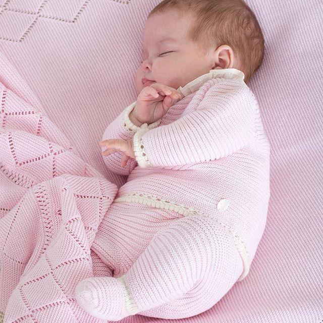 Descubre El Nuevo Catalogo Otono Invierno 2017 2018 Ya En Tiendas Y Online Pilicarrera Baby Knitwear Knitted Baby Clothes Baby Fashion