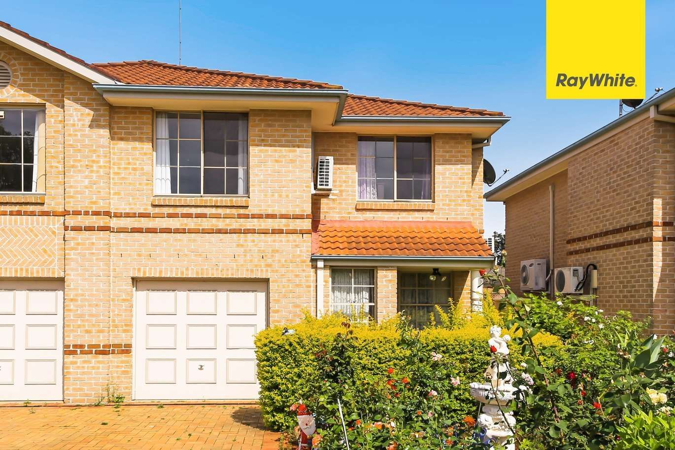 Ideally Located 3 Bedroom Townhouse With Single Lockup Garage And One Car Space Would Be The Perfect Choice For Australian Homes First Home Buyer Display Homes