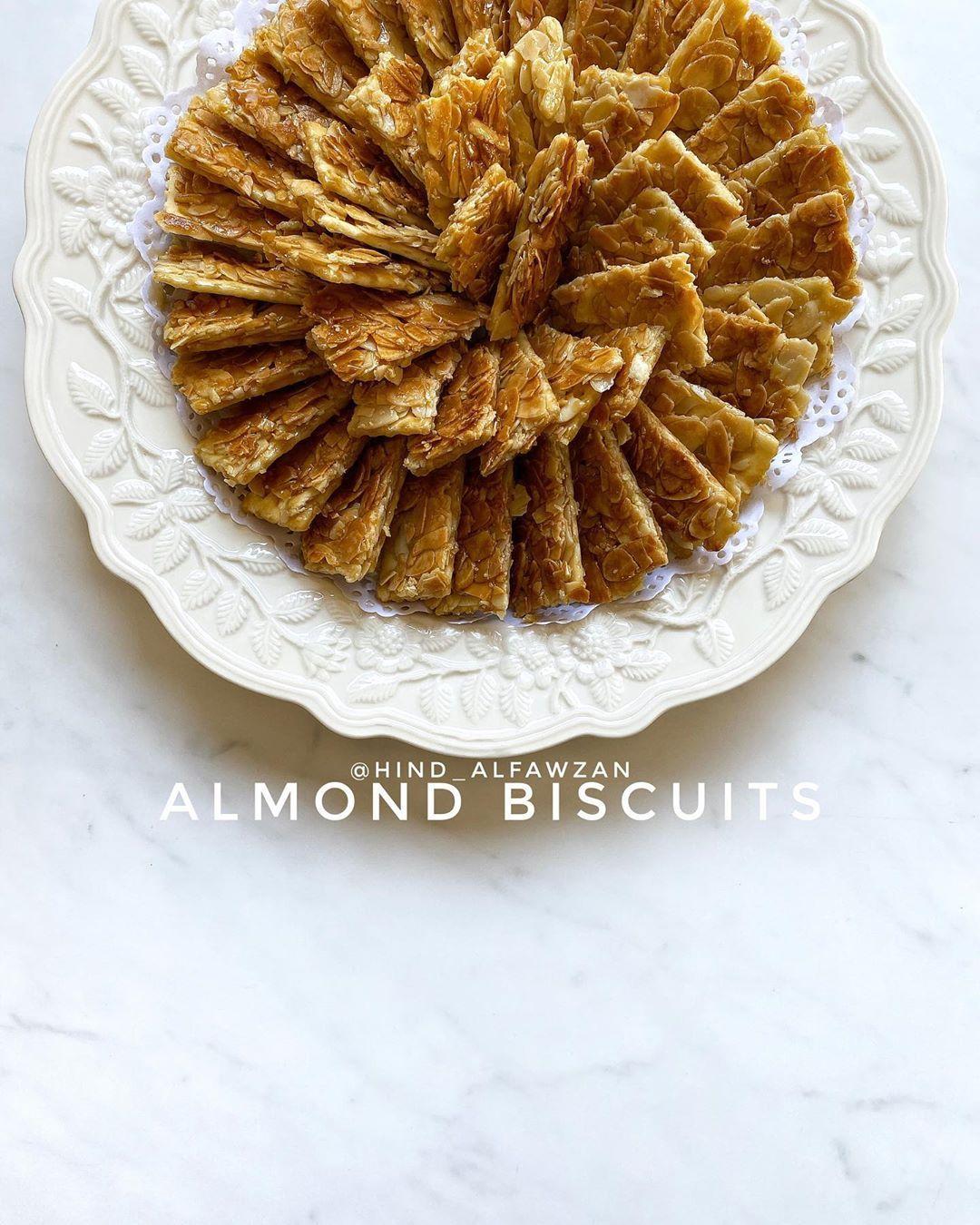 هند الفوزان On Instagram بسكويت اللوز Hind Alfawzan المقادير والطريقة اصبع زبدة ١٠٠ غرام نصف كاس سكر استخدمت الابيض مع ال Recipes Food Apple Pie
