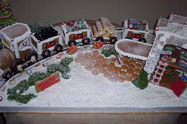 Gingerbread Exchange - Santa Express Train and Depot Gingerbread Pattern