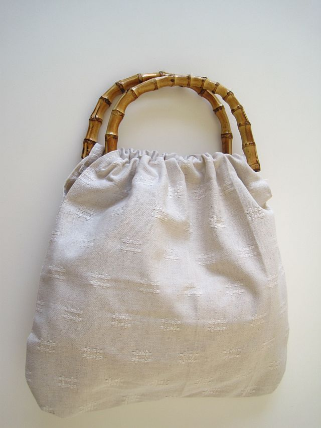 This bag is easy peasy to make. Use the pattern on Greenie Dresses ...