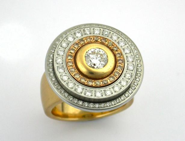 18k gold and diamond rings. Charlotte Ehinger-Schwarz