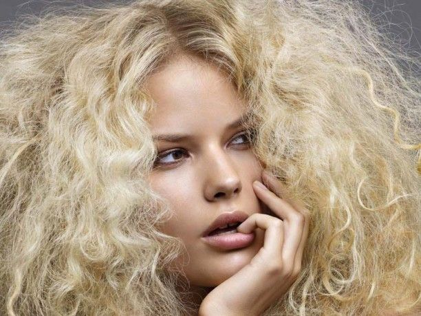 Tagli di capelli ricci biondi