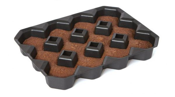 This Brownie Pan Ensures There Are Crispy Corners On Every Piece